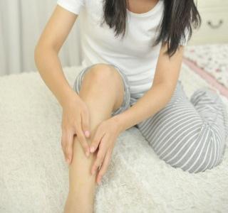 脚をマッサージ 脚を細くする方法